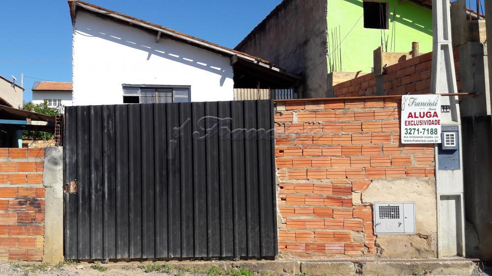Alugar Casa / Padrão em Alambari. apenas R$ 300,00