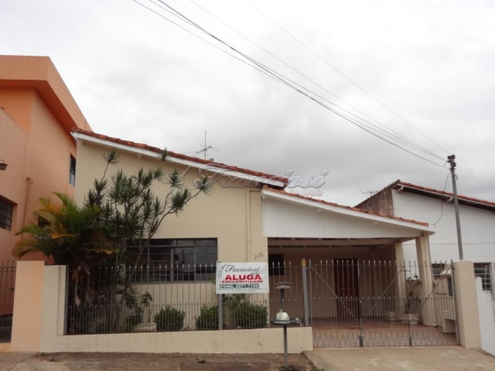 Alugar Casa / Padrão em Itapetininga. apenas R$ 1.300,00