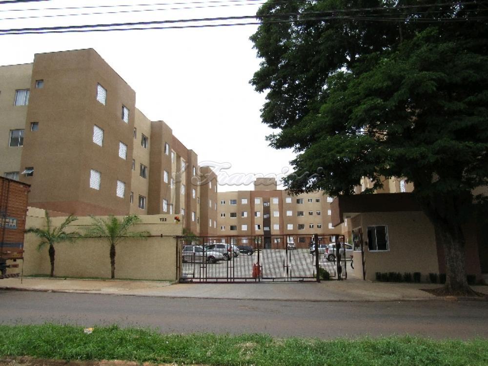 Alugar Apartamento / Apartamento Padrão em Itapetininga. apenas R$ 750,00