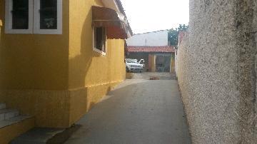 Alugar Casa / Padrão em Sarapuí. apenas R$ 1.000,00