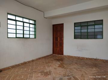 Casa com 1 dormitório, sala, cozinha, 1 banheiro, área de serviço coberta e garagem para 1 carro. Acabamento: laje e piso frio.