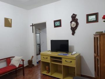 Casa térrea com 4 dormitórios sendo 1 suíte, sala, cozinha, 1 banheiro, lavanderia e garagem para 2 carros.