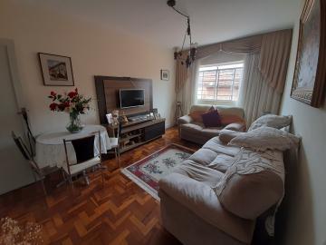 Apartamento com 2 dormitórios, sala, cozinha, 1 banheiro social, lavanderia, garagem para 1 carro.  Vende com móveis, consulte-nos!