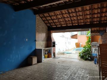 Sobrado com 1 dormitório com sacada, sala, cozinha, 1 banheiro social, área de serviço, área gourmet com churrasqueira, piscina e 2 vagas de garagem coberta com portão eletrônico.