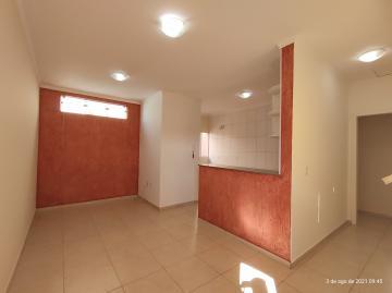 Apartamento com 1 dormitório, 1 banheiro, sala de estar, cozinha e garagem coberta para 1 carro. Acabamento: laje e piso frio.